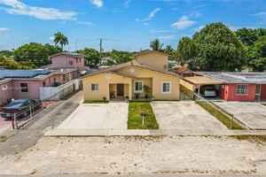 665 000$ - Miami-Dade County,Hialeah; 3099 sq. ft.
