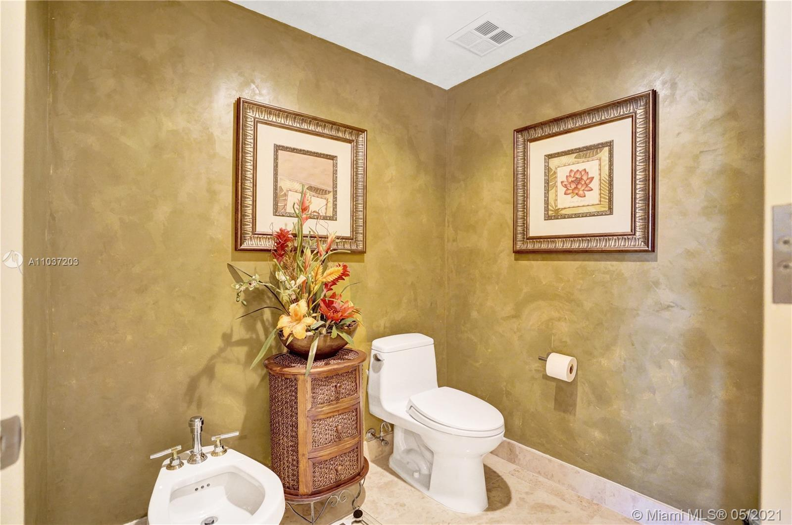 Photo of 20201 Country Club Dr #1006, Aventura, Florida, 33180 - Very spacious master bedroom.