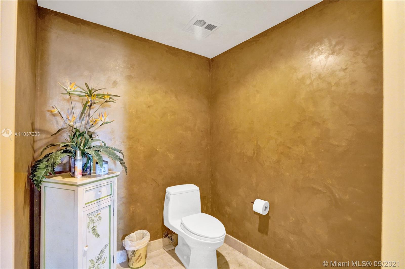 Photo of 20201 Country Club Dr #1006, Aventura, Florida, 33180 - Master bath.