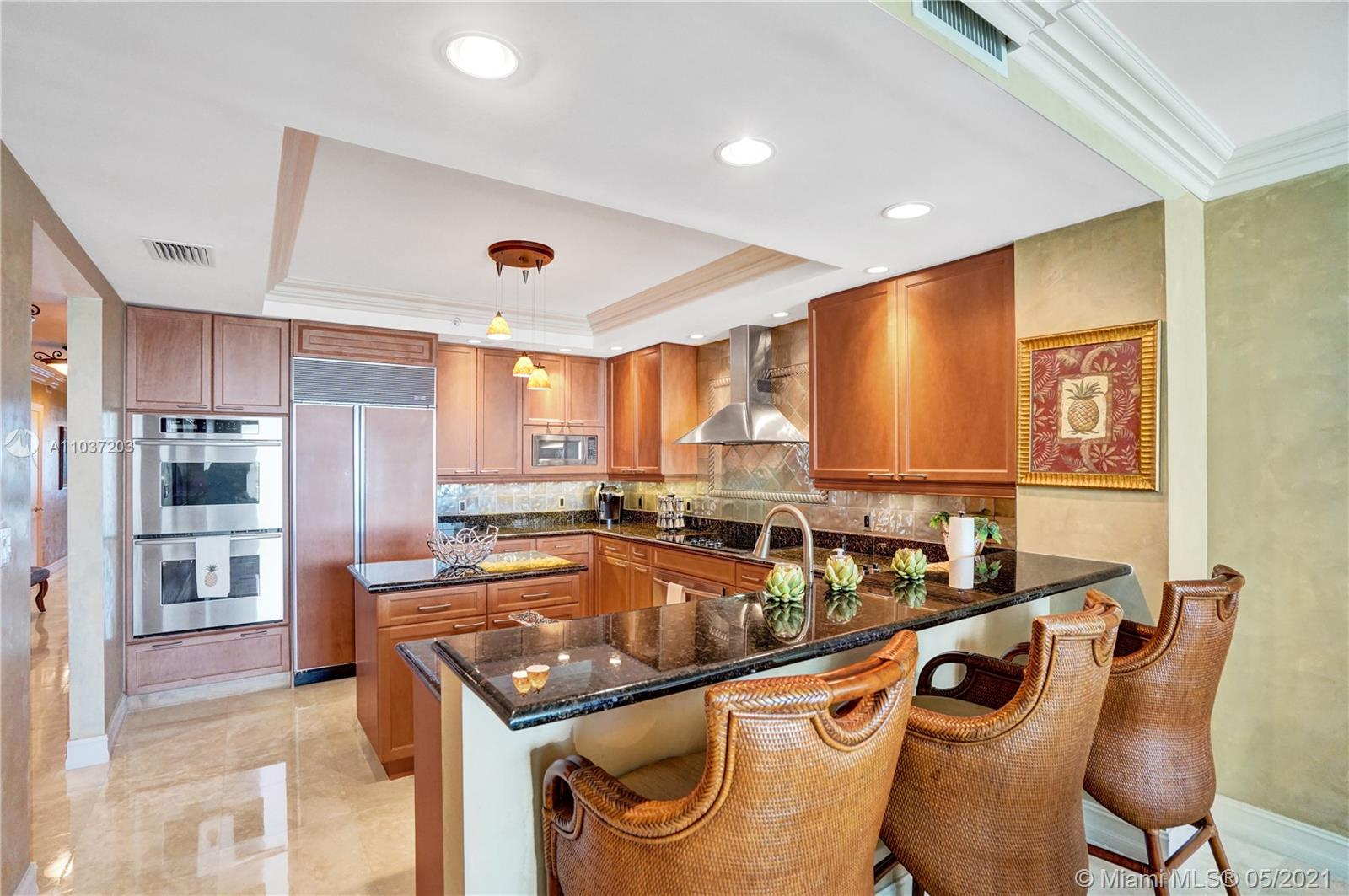 Photo of 20201 Country Club Dr #1006, Aventura, Florida, 33180 - Kitchen with an island.