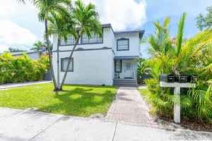 1 100 000$ - Miami-Dade County,Miami; 2745 sq. ft.