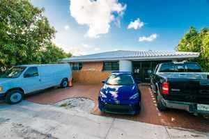 600 000$ - Miami-Dade County,Miami; 4130 sq. ft.