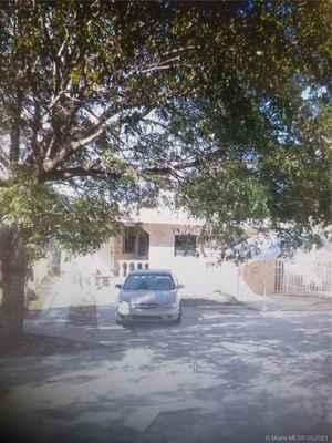449 500$ - Miami-Dade County,Hialeah; 2084 sq. ft.