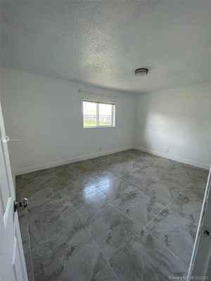 510 000$ - Broward County,Lauderhill; 3600 sq. ft.
