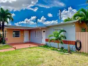 499 000$ - Miami-Dade County,Sweetwater; 1543 sq. ft.