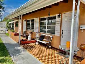445 000$ - Miami-Dade County,Hialeah; 1729 sq. ft.