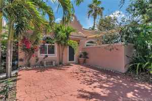 899 000$ - Broward County,Hollywood; 2412 sq. ft.