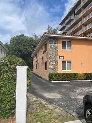 1 600 000$ - Miami-Dade County,Miami; 6875 sq. ft.