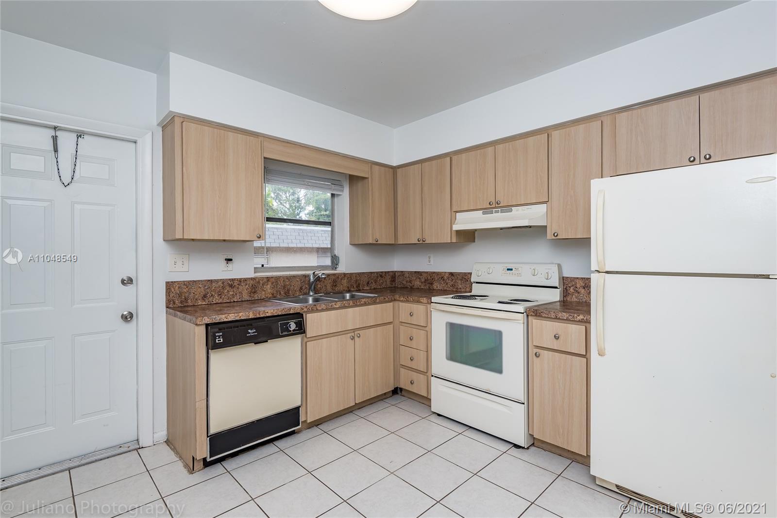 /  1818 sq. ft. $ 2021-05-27 0 Photo