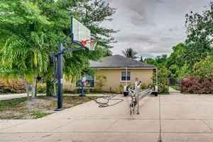 625 000$ - Miami-Dade County,North Miami Beach; 1920 sq. ft.