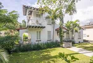 2 100 000$ - Miami-Dade County,Coral Gables; 3824 sq. ft.