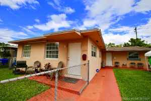 649 900$ - Miami-Dade County,Sweetwater; 2039 sq. ft.