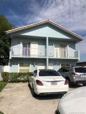 599 000$ - Miami-Dade County,Hialeah; 2784 sq. ft.