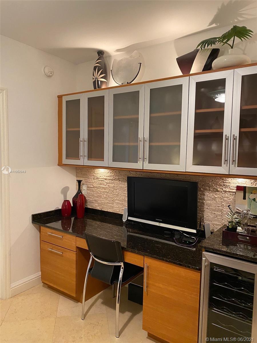 3111 3 / 2 1554 sq. ft. $ 2021-06-06 0 foto