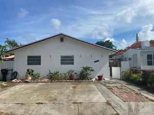 636 000$ - Broward County,Hollywood; 2565 sq. ft.